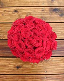 Raudonų rožių dėžutė