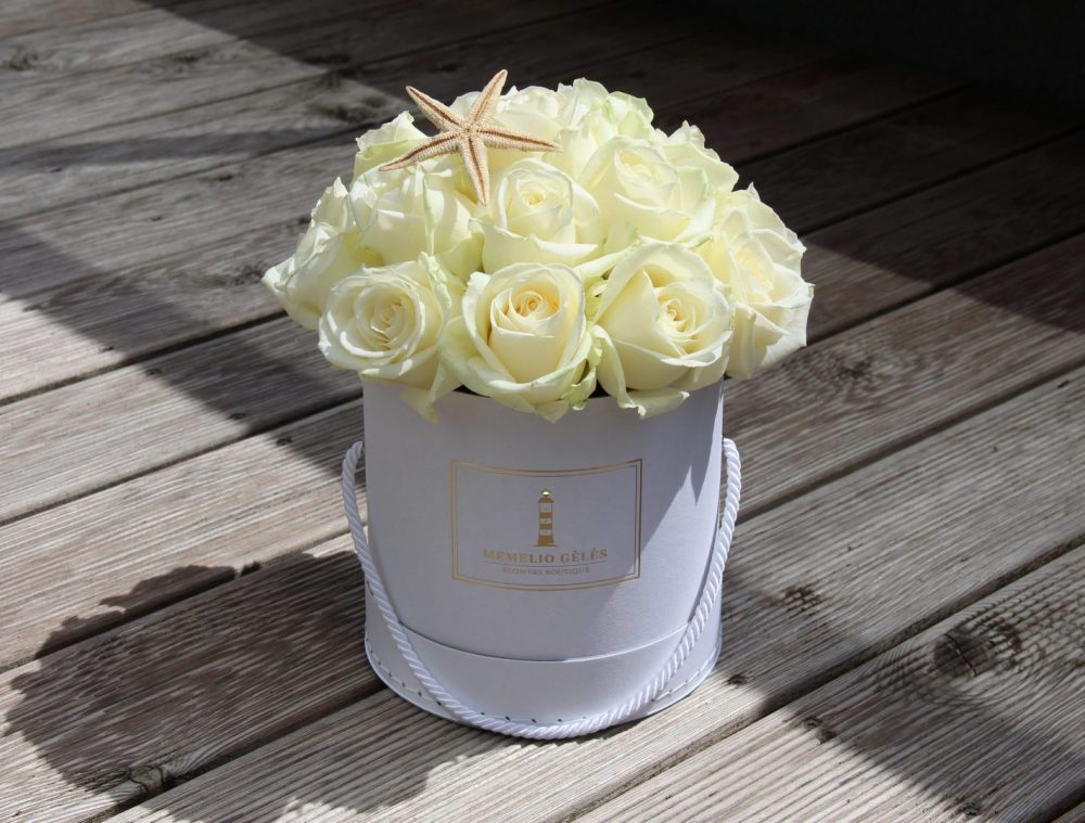 Baltų rožių dėžutė