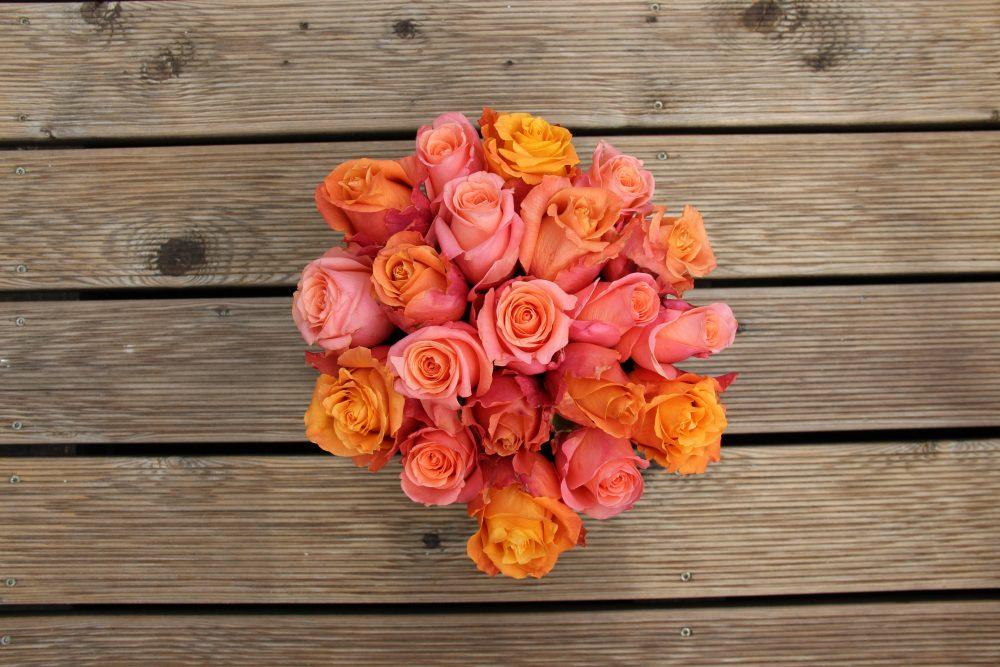 Rožinių ir persikinių rožių dėžutė