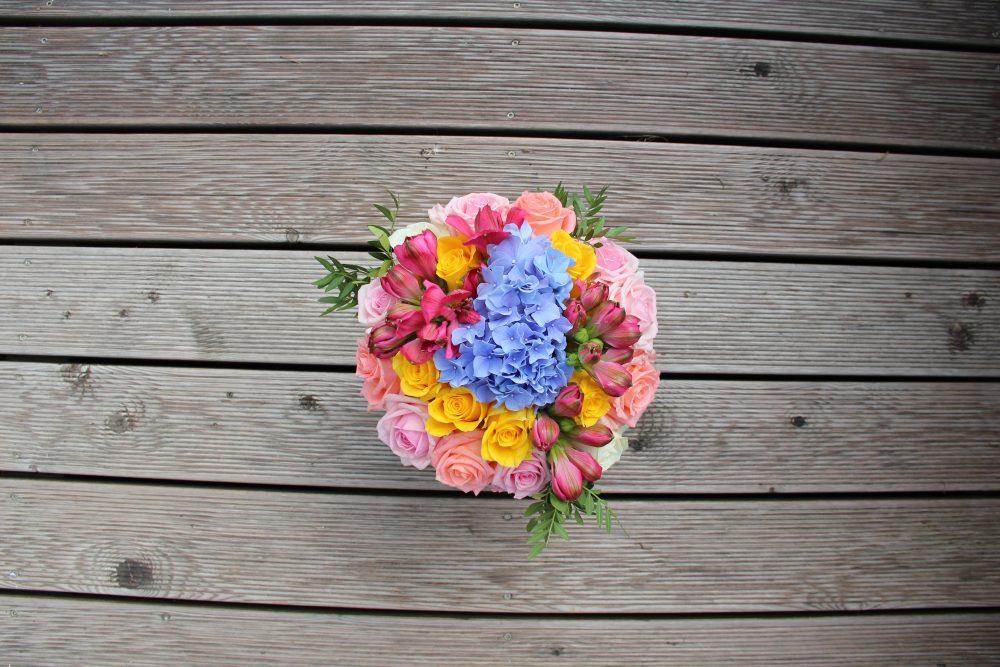 Rožių, alstromerijų ir hortenzijos dėžutė